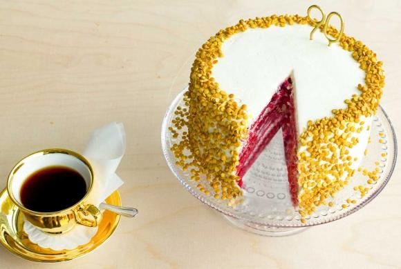 Juhla Mokka 90 vuotta Red Velvet -kakku